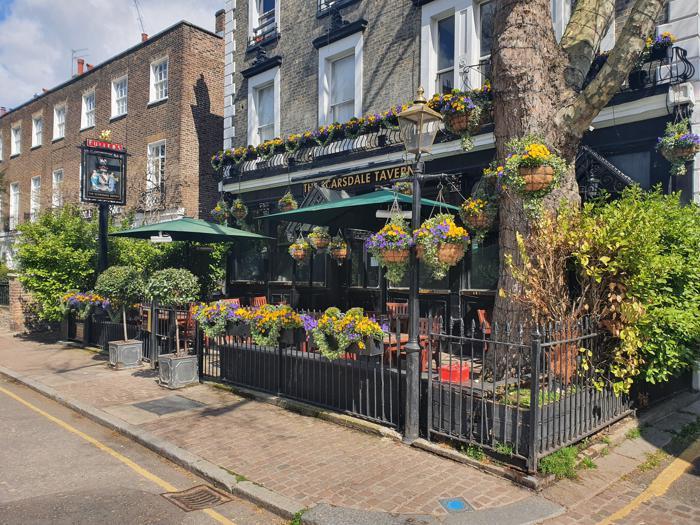 La riapertura dei pub a Londra