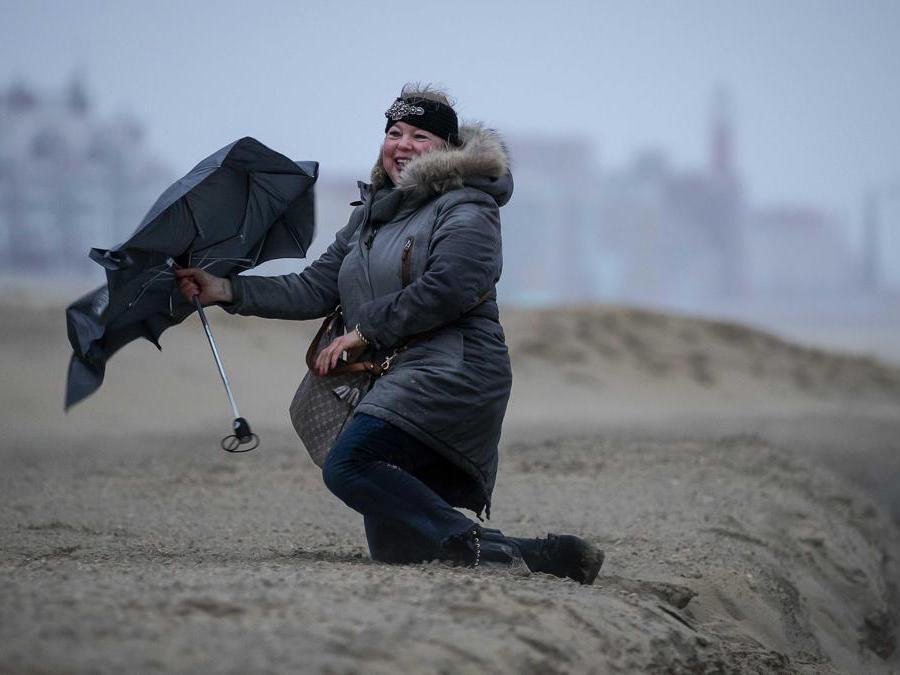 Spiaggia di Scheveningen, Olanda. (Epa /Robin of Lonkhuijsen)