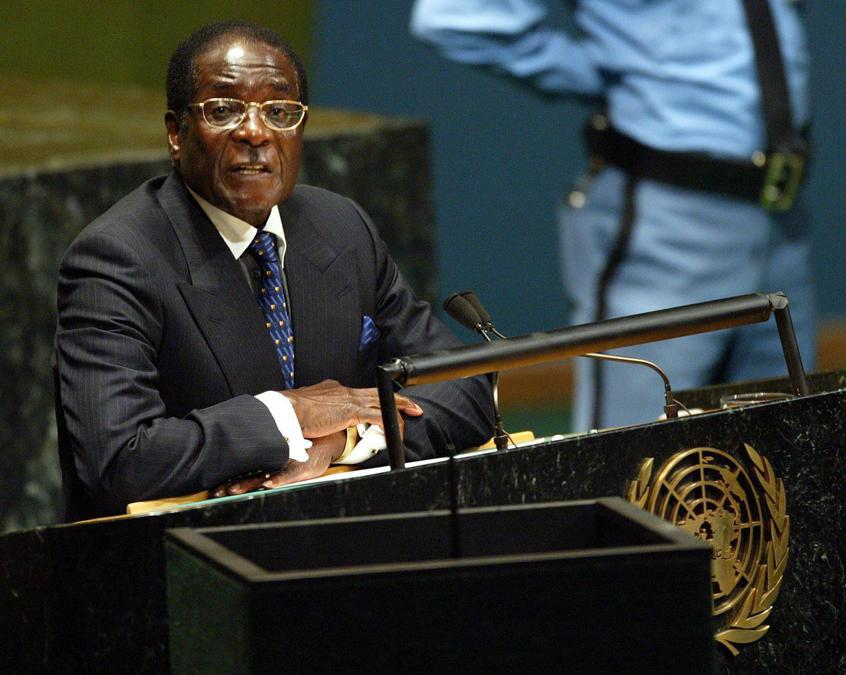 26 settembre 2003. Il presidente dello Zimbabwe Robert Mugabe  si rivolge alla 58a sessione dell'Assemblea generale delle Nazioni Unite  presso la sede di New York City. EPA/Matt CAMPBELL