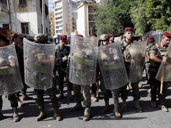 Libano, spari sulla folla a Beirut: morti e feriti