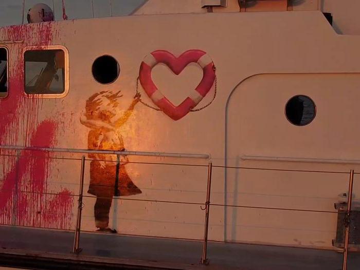 Louise Michel, la nave comprata da Banksy per salvare i migranti