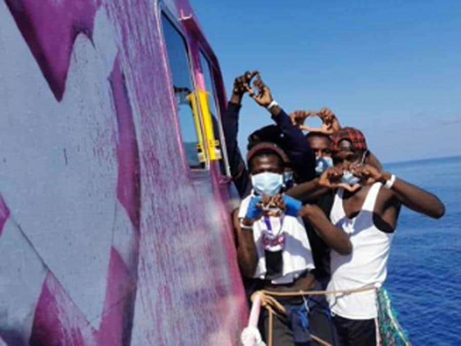 La nave Louise Michel, finanziata dallo street artist Banksy per soccorrere i migranti nel Mediterraneo, 28 agosto 2020. TWITTER (Ansa)