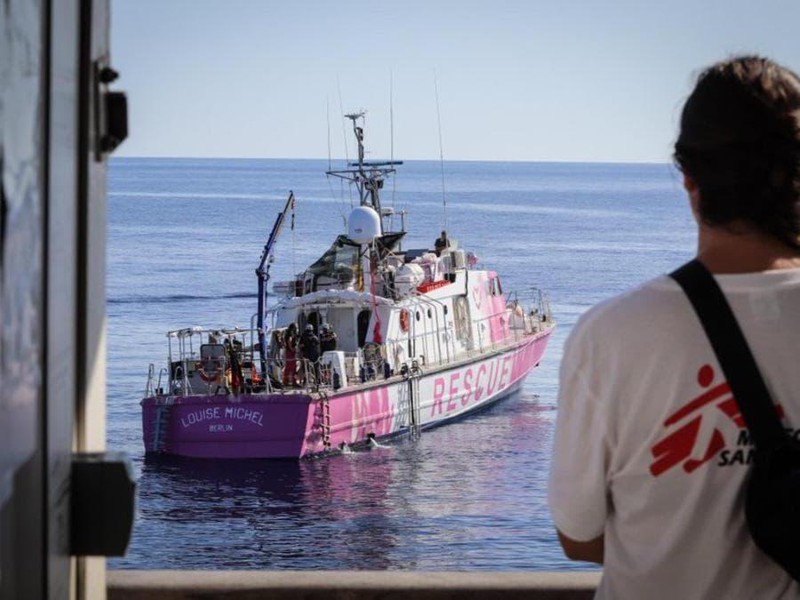 Una foto tratta dal profilo Twitter @MSF mostra la nave Louise Michel, finanziata dallo street artist Banksy per soccorrere i migranti nel Mediterraneo, Roma, 28 Agosto 2020. TWITTER (Ansa)