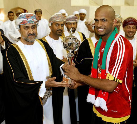 Le immagini del nuovo sultano e del suo predecessore