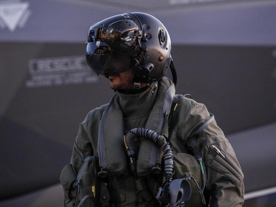Casco pilota di caccia F35, Keflavik (ISL) 10 Ottobre 2019. ANSA/GIUSEPPE LAMI