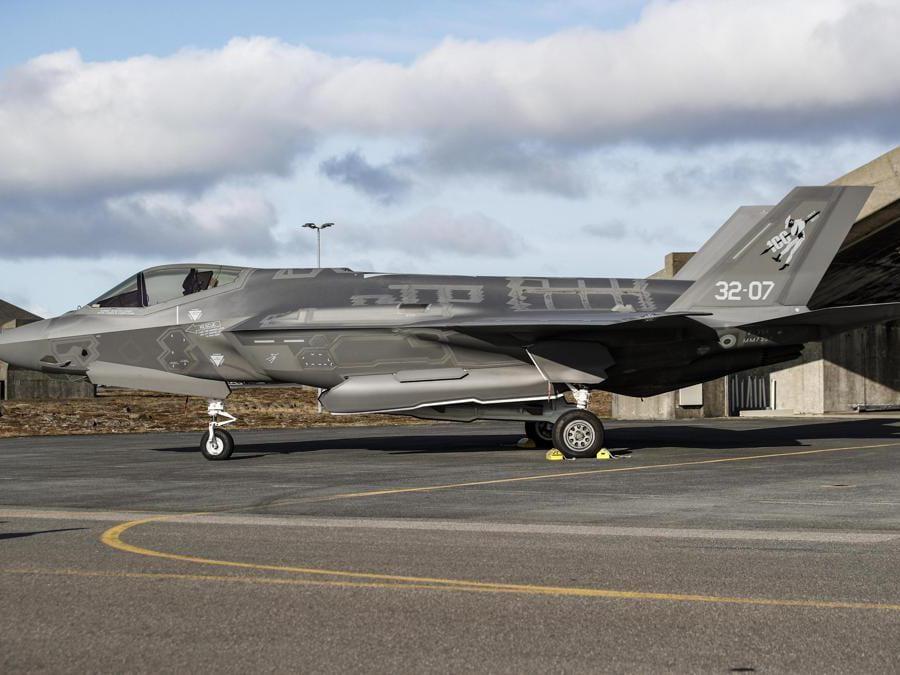 Caccia F35 italiani impiegati nell'operazione NATO Northern Lightning, Keflavik (ISL) 10 Ottobre 2019. ANSA/GIUSEPPE LAMI