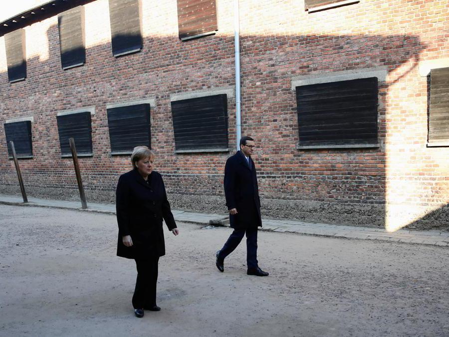 Auschwitz-Birkenau, Oswiecim, Polonia. Angela Merkel e  Mateusz Morawiecki (Reuters)