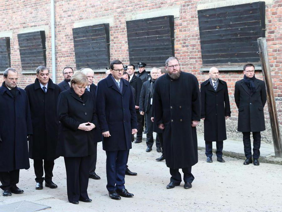 Auschwitz-Birkenau, Oswiecim, Polonia.  Da sinistra, Angela Merkel,  Mateusz Morawiecki e Piotr Cywinski (Epa)