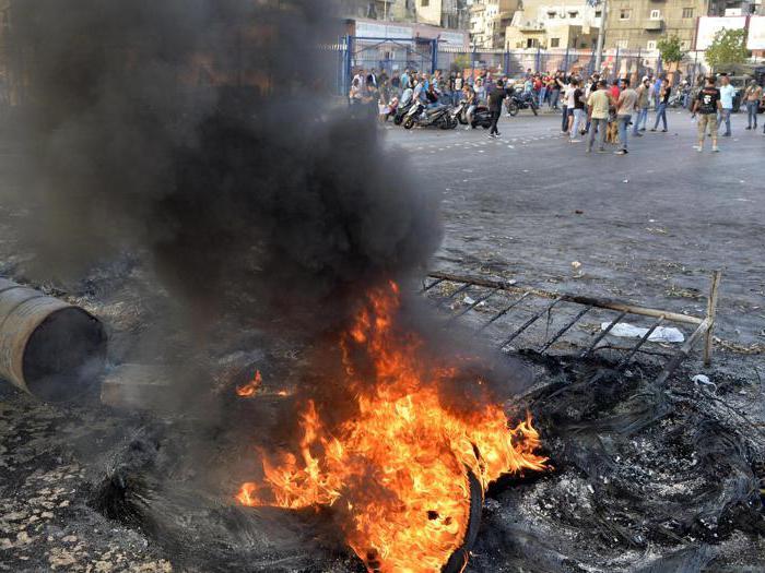 Scontri, morti e feriti a Beirut dopo l'annuncio di nuove tasse