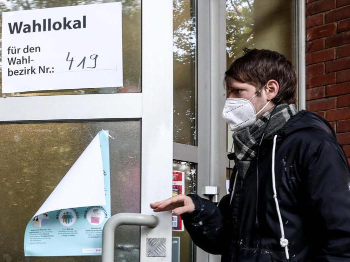 Tedeschi ai seggi per le elezioni federali in Germania
