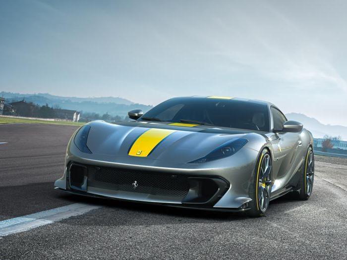 Ferrari 812 Competizione e 812 Competizione A, tutte le foto delle nuove serie speciali dell'hyper car v12