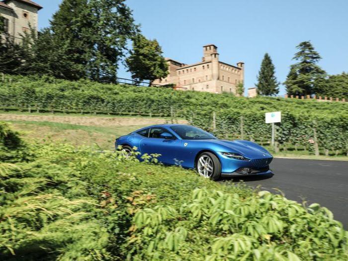 Ferrari Roma, le foto sulle strade del Monferrato