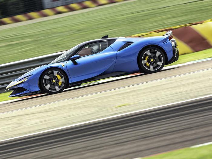 Ferrari SF90 Stradale Assetto Fiorano, abbiamo guidato la hypercar ibrida plug-in da 1000 cavalli