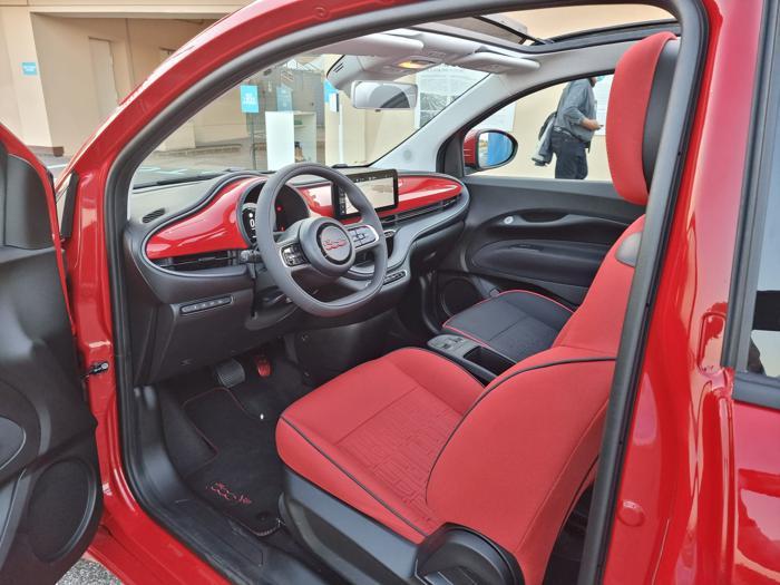 Fiat 500 (RED), tutte le fotto della citycar elettrica creata con Bono Vox