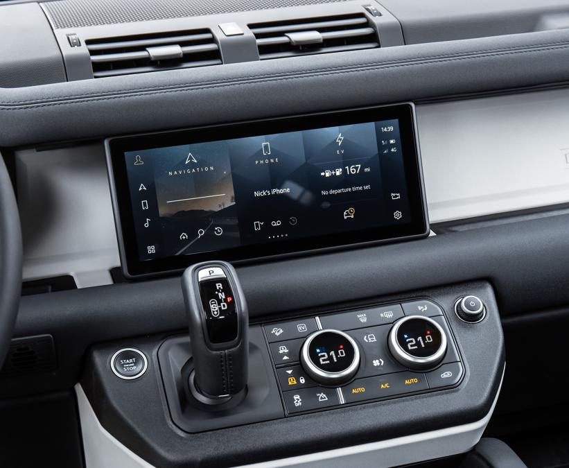 Land Rover Defender P400e ibrida plug-in