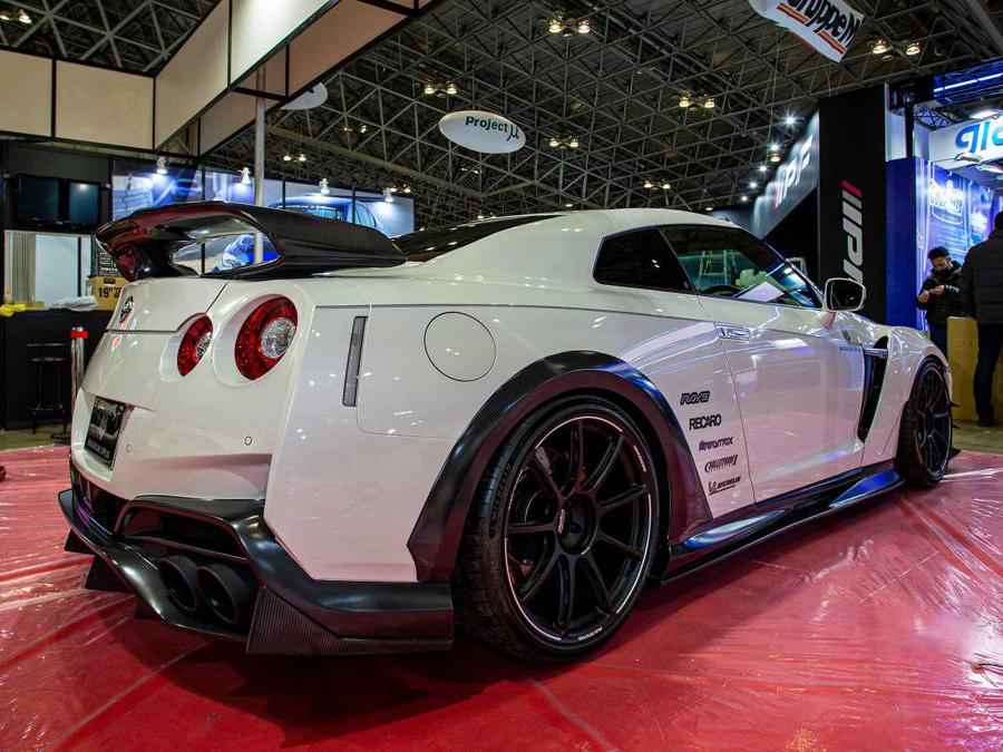 Varis Nissan GT-R