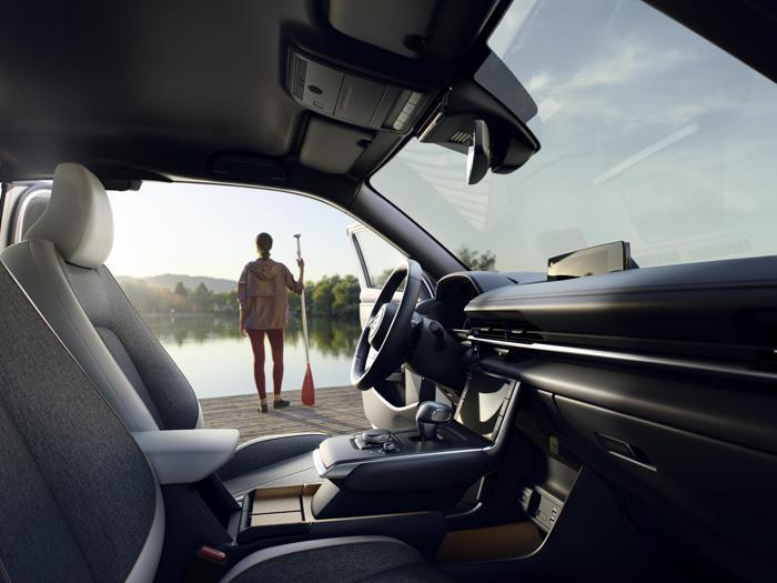 Le immagini della nuova Mazda X-30