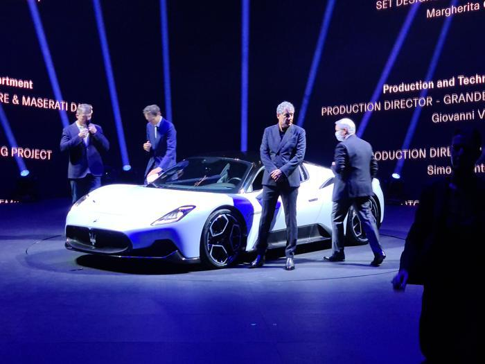 Maserati MC20, le foto del debutto