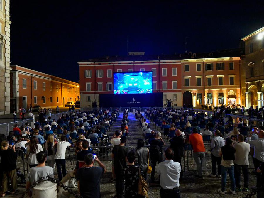 Piazzo Roma, Modena, lo Show in streaming