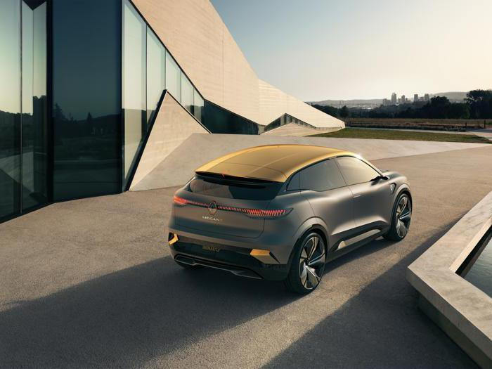 Mégane eVision, le foto della prossima compatta Renault elettrica