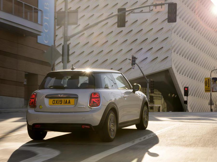 La nuova Mini Cooper SE elettrica