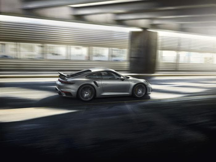 Porsche 911 Turbo S, le foto della nuova serie