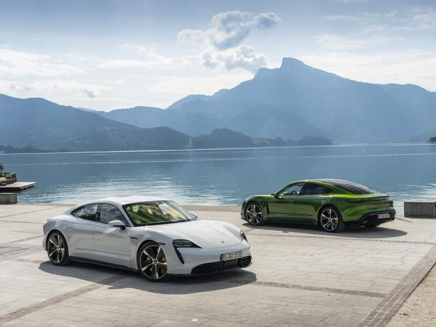 Porsche Taycan - carrara white metallic, mamba green metallic