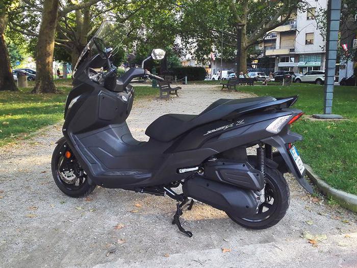 Sym JoyMax Z 300, come va lo scooter che sfida Honda SH 300i