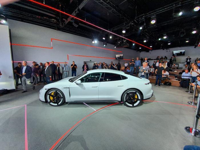 Taycan, le foto della prima elettrica firmata Porsche