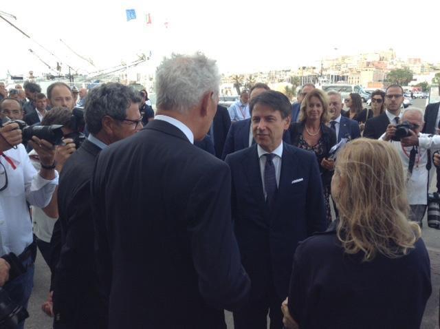Il presidente del Consiglio Giuseppe Conte in visita al quartier generale di Luna Rossa, la barca che si sta preparando per l'America's Cup di vela, Cagliari. ANSA/STEFANO AMBU