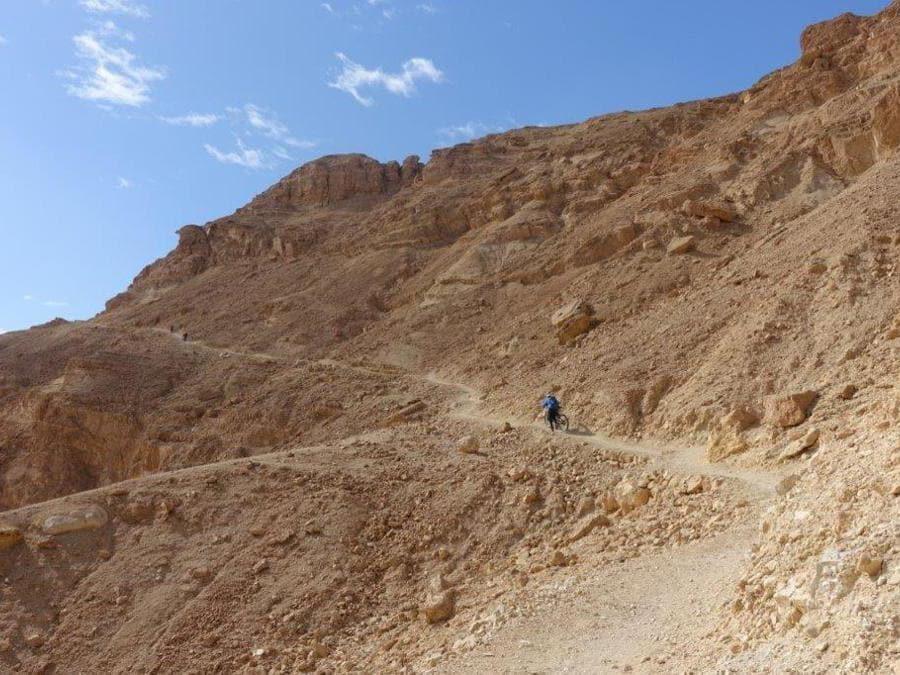 L'ascesa sulle pareti del canyon di Ketura
