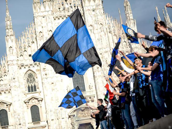 L'Inter vince lo scudetto: folla in Duomo a Milano
