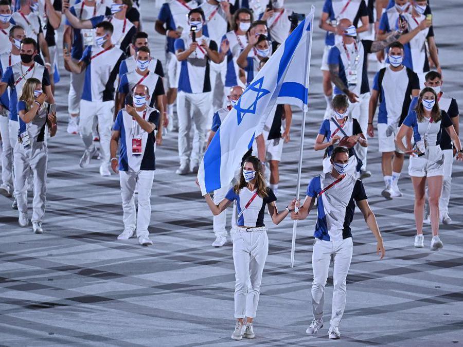 Hanna Minenko della delegazioe israeliana ( a sinistra)  (Afp/Ben Stansall)