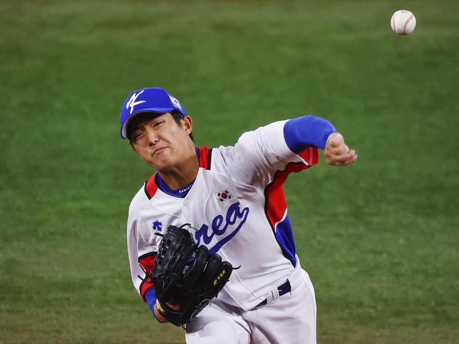 Baseball: Repubblica Dominicana contro Corea del Sud. Il coreano  Lee Eui Lee  (Reuters/Jorge Silva)