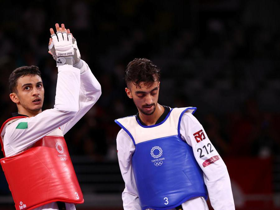 Tokyo 2020 Olympics - Taekwondo - Men's Flyweight - 58kg - Gold medal match - Makuhari Messe Hall A, Chiba, Japan - July 24, 2021. Vito Dell'aquila of Italy applauds Mohamed Khalil Jendoubi of Tunisia after competing REUTERS/Murad Sezer