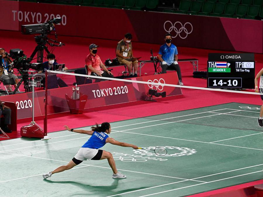 La tailandese Ratchanok contro la taiwanese Tai Tzu-ying  nel singolo di badminton(Photo by Alexander NEMENOV / AFP)