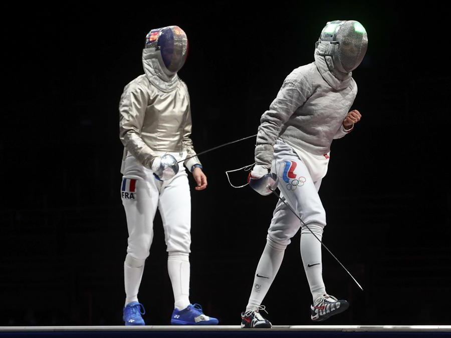 Scherma - Sciabola a squadre femminile finale - la russa Olga Nikitina dopo l'incontro con la francese Cecilia Berder (Reuters/Maxim Shemetov)
