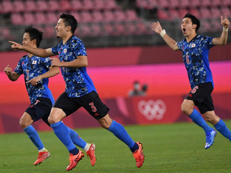 Calcio- la squadra del giappone esulta dopo aver vinto i quarti di finale contro la Nuova Zelanda (Afp/Yuri Cortez)