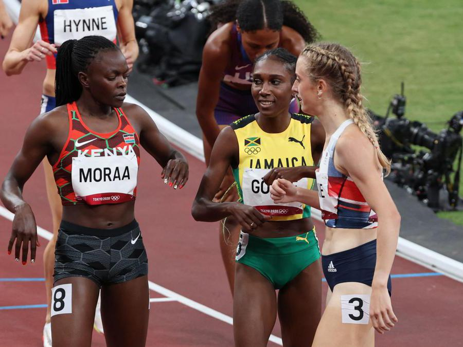 la giamaicana Natoya Goule (al centro), la keniota Mary Moraa (a sinistra) e la britannia Jemma Reekie dopo le semifnali degli 800m femminili  (Afp/Giuseppe Cacace