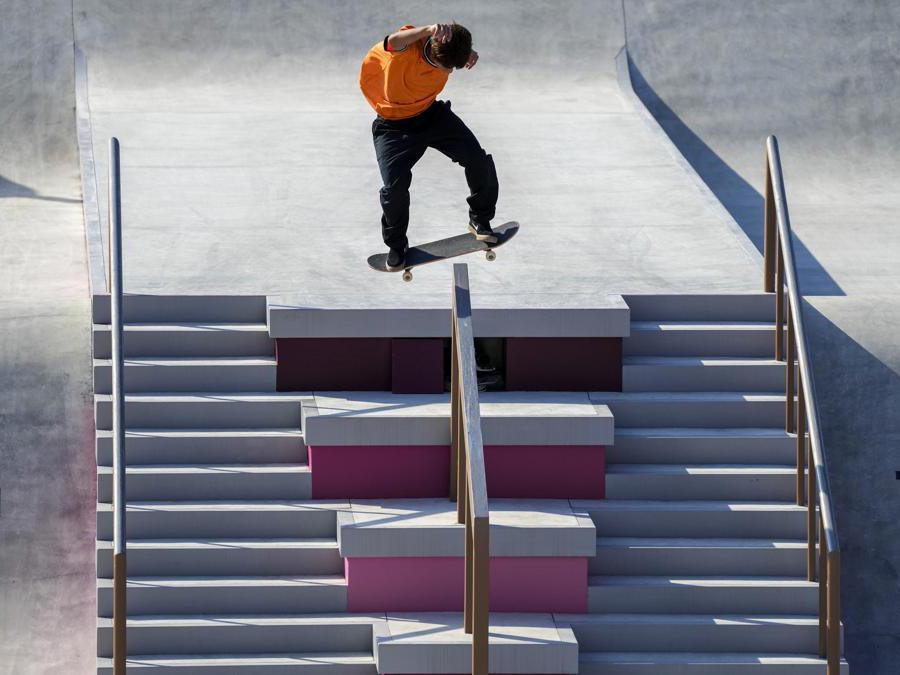Il giapponese Yuto Horigome durante una performance di skateboarding  (AP Photo/Ben Curtis)