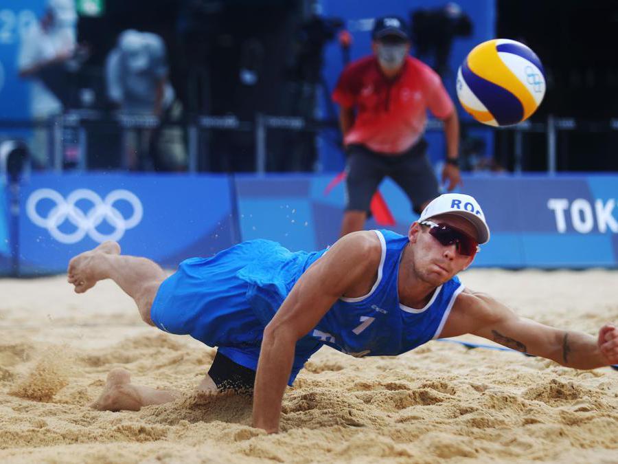 Beach Volley maschile, Russia contro Spagna. Nella foto il russo  Ilya Leshukov (REUTERS/Pilar Olivares)