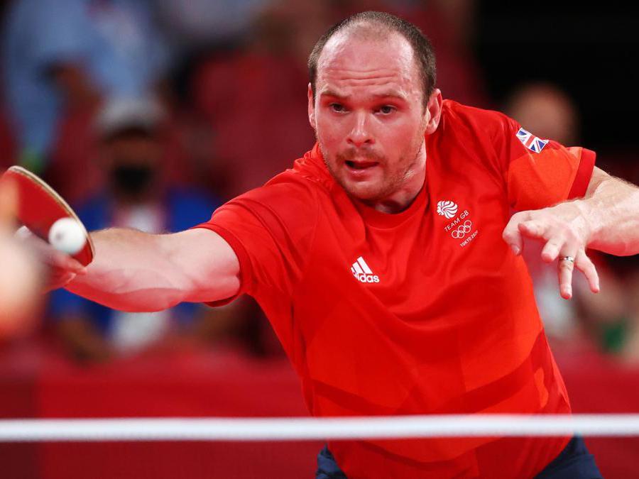 Ping pong, il britannico Paul Drinkhall in azione contro l'iraniano Nima Alamian Darounko (REUTERS/Thomas Peter)