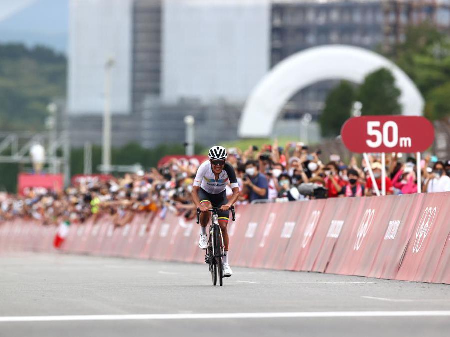 Finale della gara di ciclismo, l'ecuadoriano Richard Carapaz è medaglia d'oro (REUTERS/Matthew Childs)