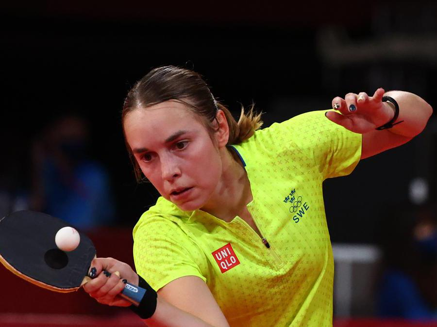 Ping pong femminile, la svedese Linda Bergstrom nell'incontro con l'indiana Sutirtha Mukherjee (REUTERS/Thomas Peter)