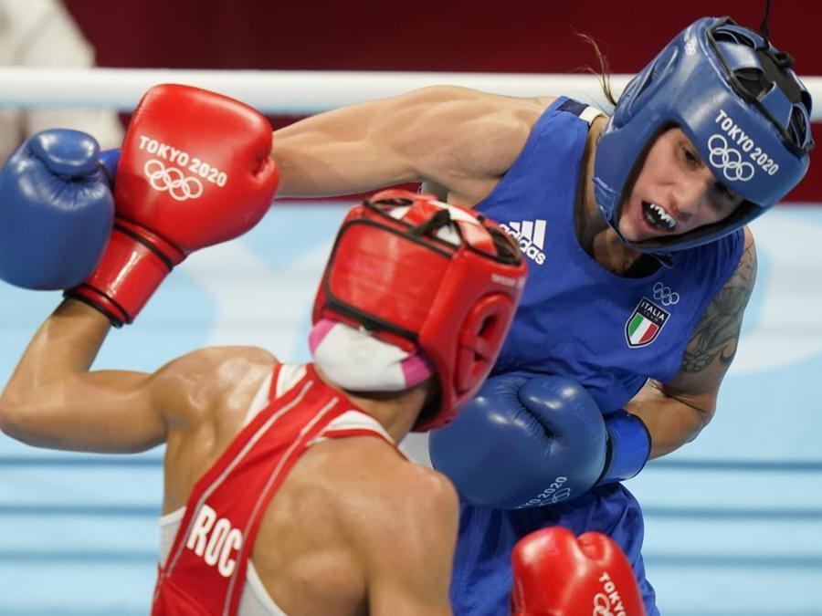 Incontro di pugilato femminile categoria Piuma 57 Kg tra la russa Liudmila Vorontsova e l'italiana Irma Testa  (AP Photo/David Goldman)