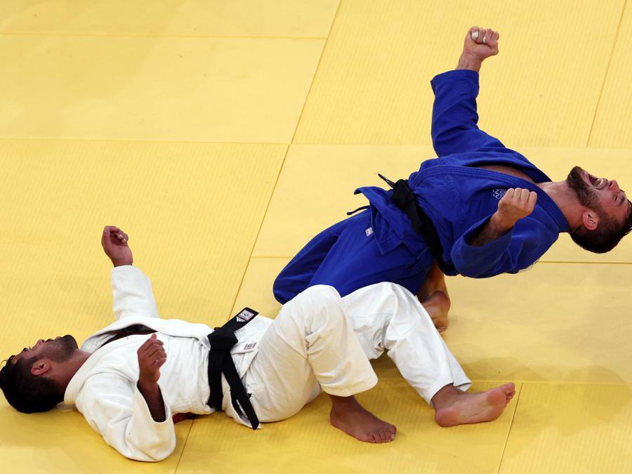 L'israeliana Sagi Muki (kimono bianco) e l'australiano Shamil Borchashvili (Afp/Jack Guez)
