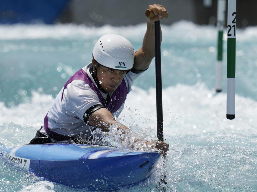 Il giapponese Takuya Haneda nella gara di Canoa Slalom  (AP Photo/Kirsty Wigglesworth)