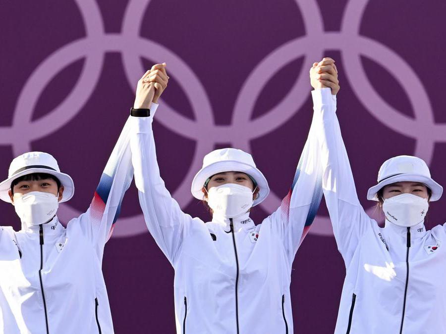 Tiro con l'arco femminile a squadre, le medaglie d'or sudcoreane  An San, Jang Minhee e  Kang Chae Young (REUTERS/Clodagh Kilcoyne)