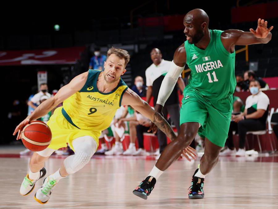 Basket,  Australia-Nigeria   (REUTERS/Brian Snyder)