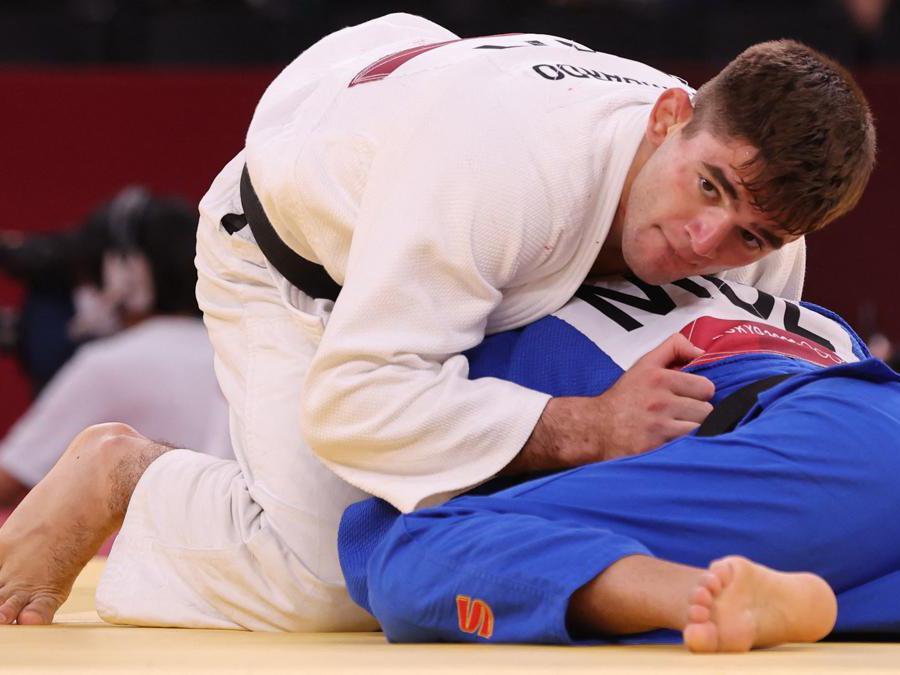 Judo 66 Kg, l'italiano Manuel Lombardo (bianco) contro il mongolo Baskhuu Yondonperenlei (Photo by Jack GUEZ / AFP)